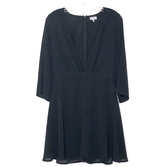 Tobi Dresses & Skirts - TOBI deep vneck 3/4 sleeve dress size large 429